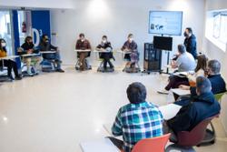 Alumnos en círculo en clase con un nuevo modelo de enseñanza del Culinary Institute of Barcelona